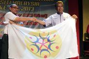 terima bendera tuan rumah sukum 2014